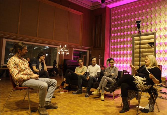 Voice expert Kara Johnstad training session at the TELEKOM MUSIC TALENT SPACE