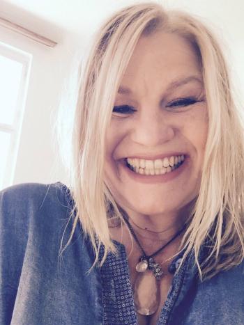 Kara Johnstad, singer, composer, voice expert | Founder of School Of Voice